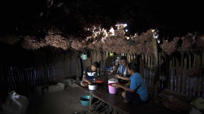 Pulau Sabu mungkin masih kalah populer dibandingkan pulau lain di NTT, seperti Taman Nasional Komodo atau Pulau Sumba. Namun kearifan lokal dan perjuangan dapat membuat warganya bertahan hidup. (ANTARA FOTO/Puspa Perwitasari)