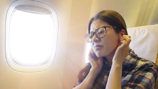Tips Selamat dari Gangguan Tekanan Udara di Pesawat