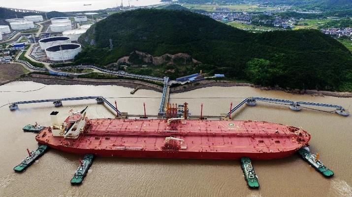 Sabotase Kapal Tanker Arab Saudi Buat Harga Minyak Terangkat
