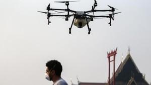 FOTO: Pemerintah Bangkok Terbangkan Drone Demi Atasi Polusi