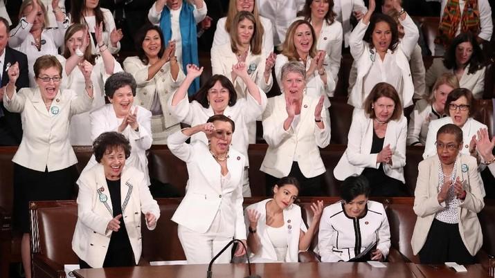 Anggota Perempuan Kongres AS Kompak Berbaju Putih, Ada Apa?