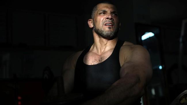 Ibrahim al-Masri menuai kontroversi di Israel usai dipecat sebagai muazin setelah mengunggah foto-fotonya ketika mengikuti kejuaraan binaragawan pada 2017. (Reuters/Ammar Awad)