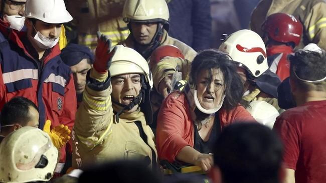 Presiden Tayyip Erdogan pun mengirimkan Menteri Dalam Negeri dan Lingkungan Hidup ke lokasi kejadian. (Reuters/Murad Sezer)
