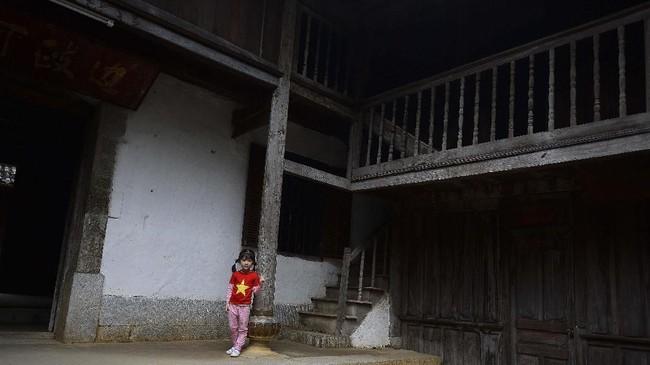 Saat turunan keluarga Hmong memintanya kembali, pemerintah menolak dan justru menuntut mereka membuktikan kepemilikan dengan surat-surat seperti sertifikat. Jelas mereka tidak memilikinya, karena membangun istana di zaman itu tak butuh sertifikat apa pun. (Nhac NGUYEN / AFP)
