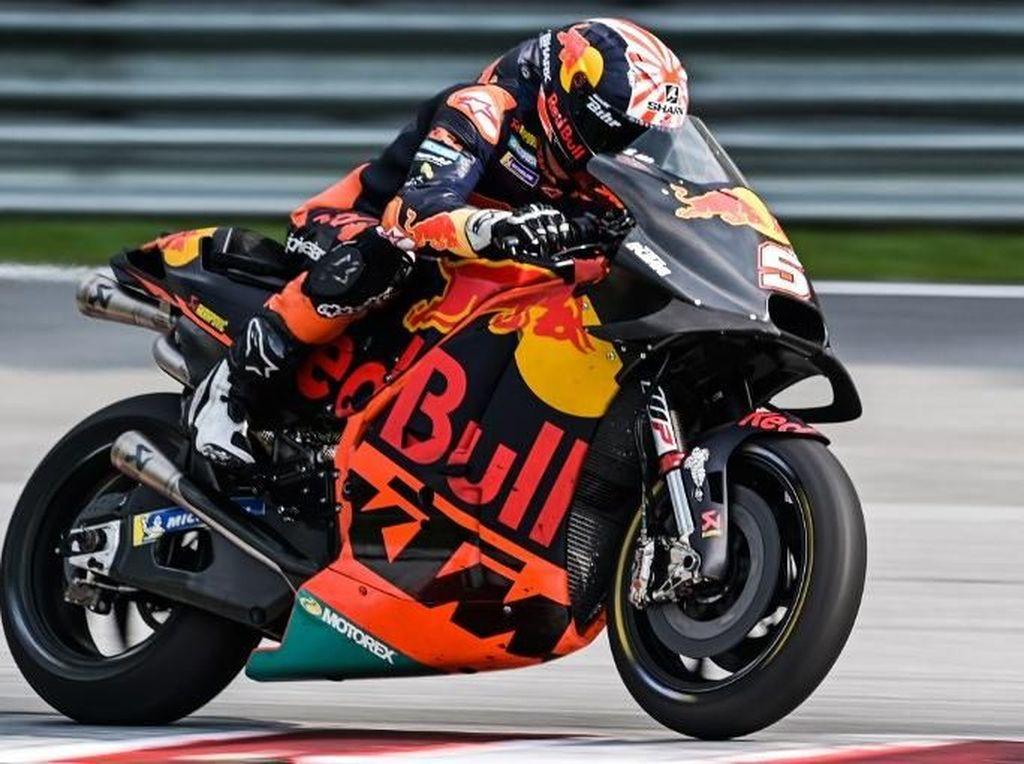 Johann Zarco melaju di atas Red Bull KTM miliknya (Mohd RASFAN / AFP)