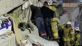 Kepala Otoritas Pengelola Darurat dan Bencana Turki (AFAD) menyatakan upaya pencarian dan penyelamatan sedang dilakukan. (Reuters/Murad Sezer)