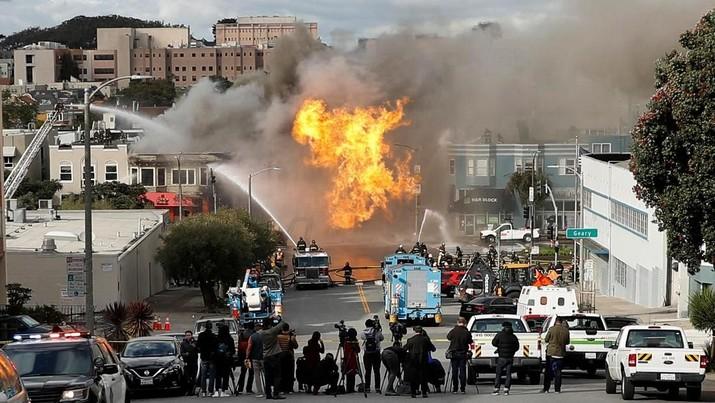 Ledakan Pipa Gas California Hanguskan 5 Bangunan