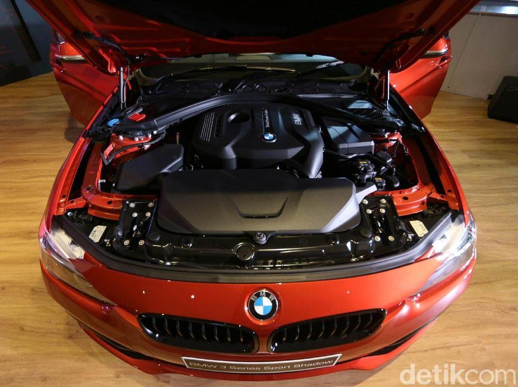 Dari sisi dapur pacu BMW 3 Series Edition Shadow baik 320i dan 330i menggunakan transmisi AT berkapasitas 1.998 cc.