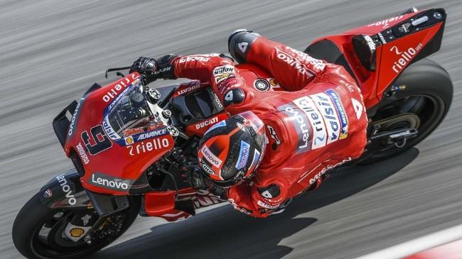 Andrea Dovizioso meraih hasil yang lebih bagus daripada rekan setimnya di Ducati, Danilo Petrucci, yang berada di posisi kesembilan. (Mohd RASFAN / AFP)