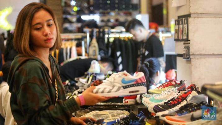 Sneakers Mewah dan Dobrakan Gaya Hidup Milenial Kaya Raya