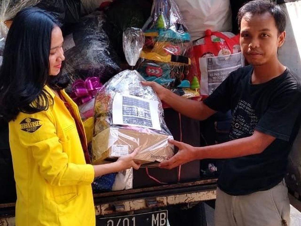 Seluruh boneka dan mainan yang terkumpul akan diserahkan kepada anak-anak korban bencana tsunami di Banten. Istimewa/Vokom UI.
