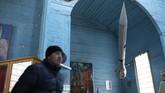 Di dalam gereja dipajang berbagai barang pameran misi penjelajahan luar angkasa sebagai propaganda pada era pemerintahan Soviet, salah satunya ialah pakaian astronaut Yuri Gargarin. (AFP Photo/Aleksey Filippov)