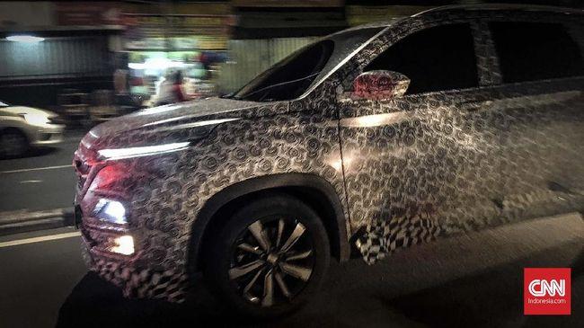 Mobil Prototipe Wuling Almaz Masih Berkeliaran di Jakarta