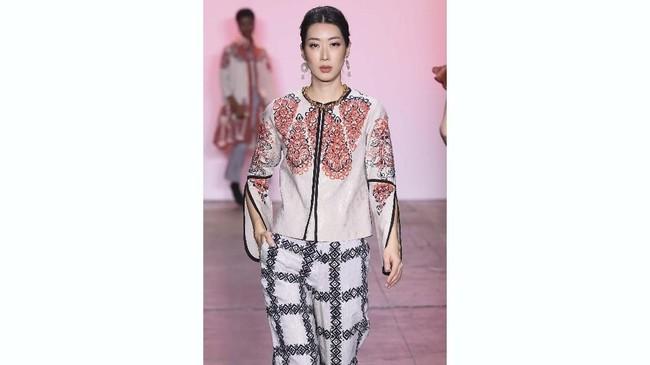 Alleira Batikmenjadi satu-satunya label batik Indonesia yang hadir di New York saat New York Fashion Week 2019. (Yuchen Liao/Getty Images for Indonesian Diversity/AFP).