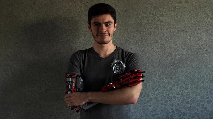 David Aguilar, Si Pembuat Tangan Palsu dari Potongan Lego