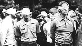 Sejumlah staf Kedubes AS di Tehran disandera selama berbulan-bulan saat revolusi. Operasi penyelamatan mereka diabadikan dalam film 'Argo' (U.S. Army/Handout via REUTERS)