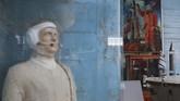 Benda-benda antariksa dipajang agar orang-orang tak lagi percaya Tuhan dan lebih percaya kepada ilmu pengetahuan. (AFP Photo/Aleksey Filippov)
