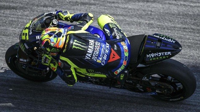 Pebalap Yamaha Valentino Rossi mengakhiri tes hari kedua pramusim MotoGP 2019 dengan tetap di posisi keenam.(Mohd RASFAN / AFP)