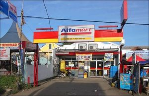 Usaha Minimarket Kokoh, Fitch: Alfamart Ungguli Pesaing