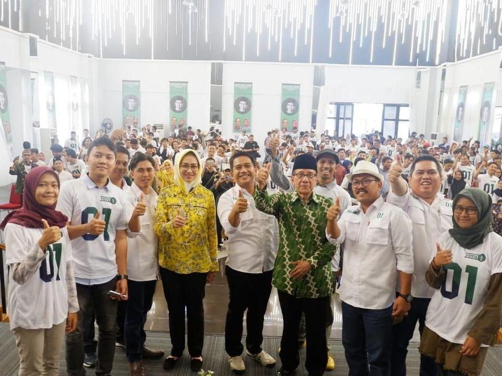 Acara tersebut juga dihadiri politikus senior Partai Golkar Akbar Tanjung. Istimewa.