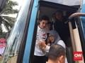 Merengek di Pintu Bus, Seorang Ibu Berhasil Peluk Marquez