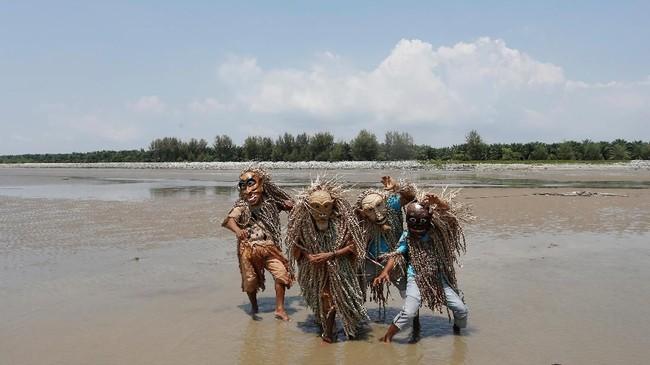 Pesta Puja Pantai sempat dilarang dilakukan di Malaysia pada tahun 1950-an.