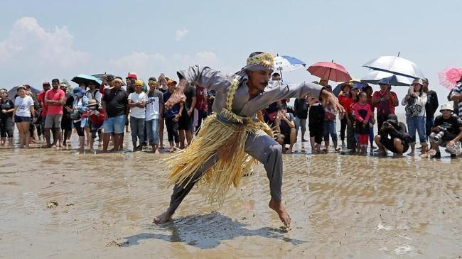 Selain dari bertujuan menjauhi bala, pesta puja pantai ini turut berfungsi sebagai tempat perhimpunan petani dan nelayan.