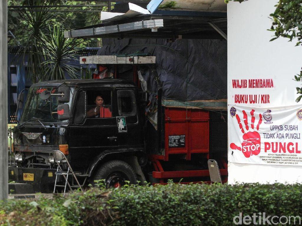 Isu masih adanya oknum petugas yang dapat disogok membuat tim Detikcom mampir ke salah satu jembatan timbang Subah, Batang, Jawa Tengah, Kamis (7/2/2019).