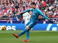 Courtois Dilempari Fan Atletico Tikus Mainan di Derby Madrid