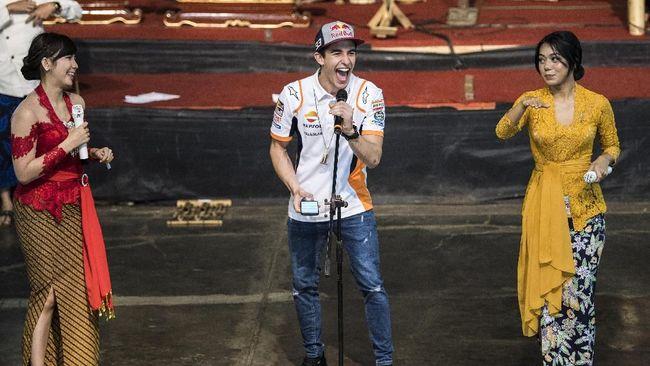 Marquez Main Angklung Hingga Joget di Bandung
