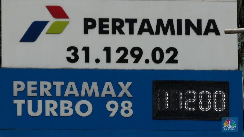 PT Pertamina (Persero) akhirnya ikut menurunkan harga mulai hari ini, Minggu (10/2/2019) setelah operator Stasiun Pengisian Bahan Bakar Umum (SPBU) lainnya telah lebih dulu melakukan hal tersebut.(CNBC Indonesia/Muhammad Sabki)