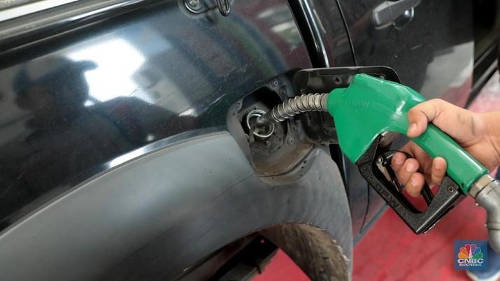 Masyarakat Indonesia sudah terlalu lama terbuai oleh kehadiran bahan bakar minyak (BBM) dengan harga murah
