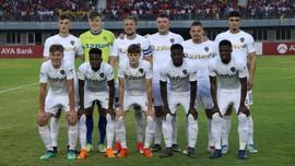 Alami Sakit Aneh, Winger Leeds United Dibawa ke Rumah Sakit