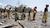 Pesta Puja Pantai biasanya berlangsung selama beberapa hari, penduduk setempat akan berkumpul untuk memeriahkan acara.