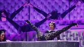 Salah satu penampilan heboh dalam Grammy Awards 2019 dibawakan oleh Cardi B. Melalui lagu 'Money', Cardi tak sungkan menampilkan tarian dengan gerakan provokatif. (REUTERS/Mike Blake)