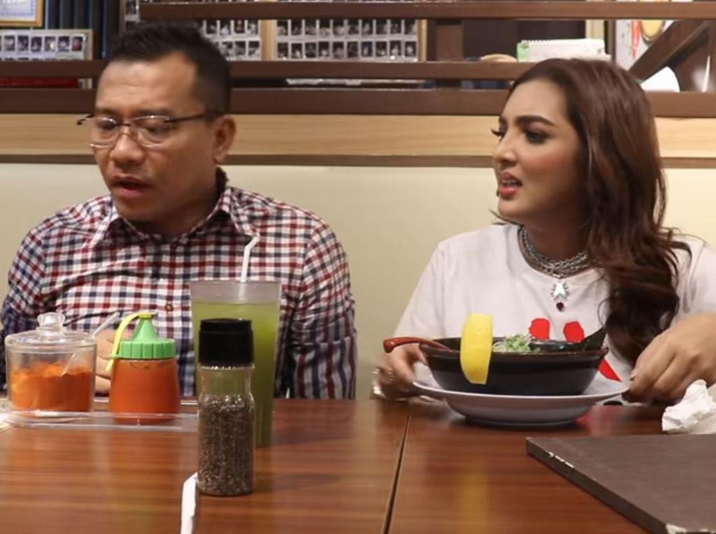 Nggak suka ramen. Ashanty ajak Anang Hermansyah review ramen halal di Jakarta. Foto: YouTube The Hermansyah A6