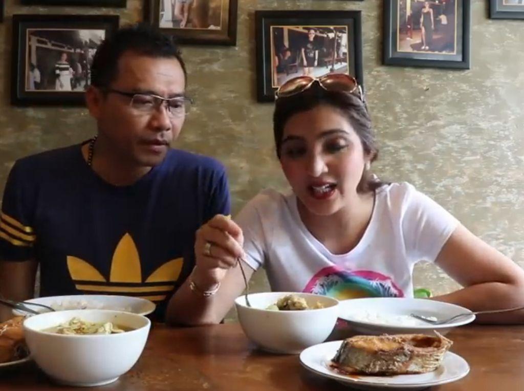 Tahu Mak Beng Sanur? Anang dan Ashanty pun rela antre 2 jam dengan mencicip enaknya sajian ikan di rumah makan ini. Foto: YouTube The Hermansyah A6