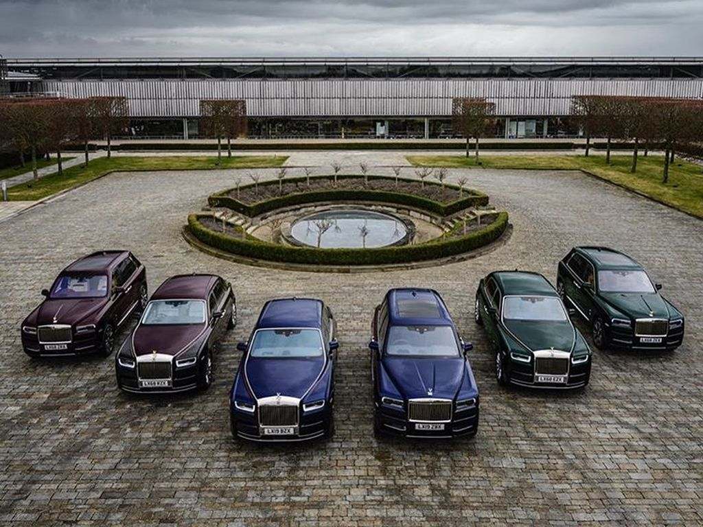 Singh baru-baru ini menerima pengiriman tiga Rolls Royce Phantom baru dan tiga Rolls Royce Cullinans. Foto: Instagram/Reuben Singh