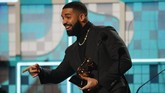Sempat enggan datang ke Grammy Awards 2019, Drake justru memenangkan kategori Best Rap Song atas lagu 'God's Plan'. (REUTERS/Mike Blake)
