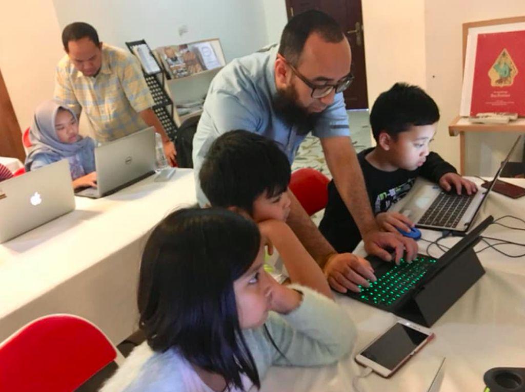 Harapannya, teknik programming sederhana ini bisa menjadi contoh dan diajarkan ke anak-anak sekolah dasar lainnya di Indonesia. Foto: KBRI Muscat, Oman