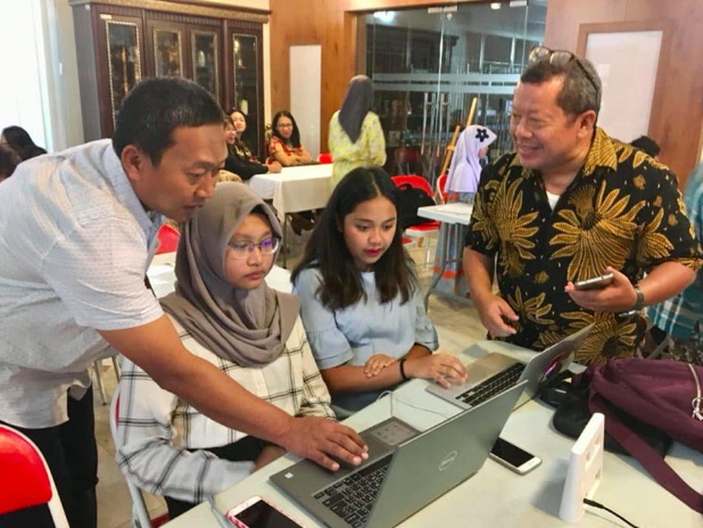 Secara umum, fokus diskusi mambahas bagaimana cara berkiprah di internet. Foto: KBRI Muscat, Oman