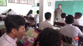 VIDEO: Guru Honorer di Gresik Dipersekusi Siswa