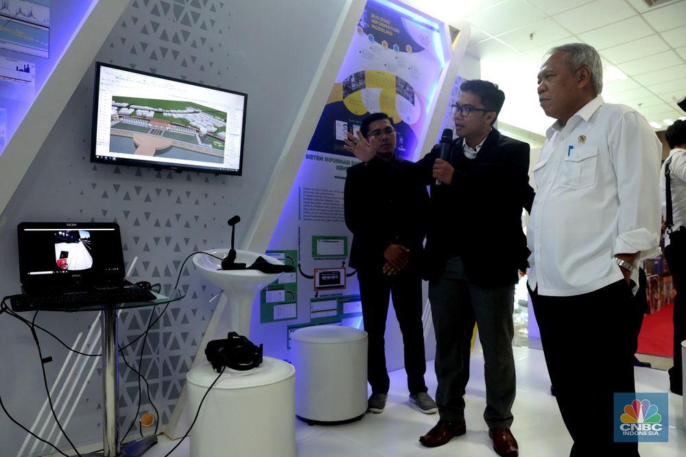 Saat membuka pameran PUPR 4.0 Expo, Menteri PUPR Basuki Hadimuljono menjelaskan, pemanfaatan teknologi memang membantu memudahkan pekerjaan manusia. Namun, bukan berarti akan menggantikan peran manusia. (CNBC Indonesia/Muhammad Sabki)