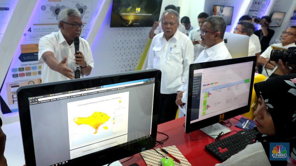 Pemanfaatan teknologi di lingkungan Kementerian PUPR juga sekaligus menjadi evaluasi internal. Basuki berharap melalui teknologi yang ada, mampu menghasilkan dan menampung inovasi maupun ide-ide, terutama dari generasi muda yang bekerja di Kementerian PUPR. (CNBC Indonesia/Muhammad Sabki)