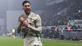 Juventus mencetak gol ketiga melalui gelandang Emre Can yang berhasil meneruskan umpan Cristiano Ronaldo. (MIGUEL MEDINA / AFP)