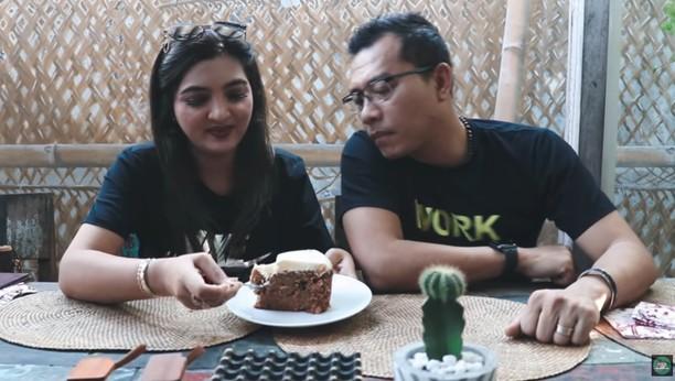 Serunya Anang Hermansyah dan Ashanty Cicip Ramen Hingga Dessert