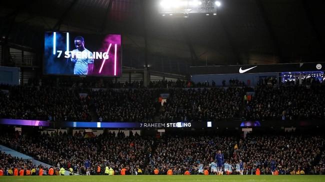 Layar besar di Stadion Etihad menampilkan grafis Raheem Sterling yang mencetak gol keenam Man City ke gawang Chelsea. (Action Images via Reuters/Carl Recine)