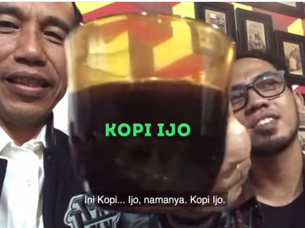 Awal Januari lalu, Jokowi menyeruput segelas kopi ijo. Secangkir kopi dari sebuah angkringan yang ada di Tulungagung itu hanya dijual sebesar 4 ribu perak! Foto: Instagram Jokowi