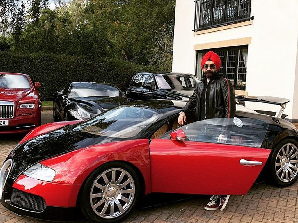 Dari unggahan di Instagram-nya menunjukkan ia juga memiliki beberapa mobil sport mahal seperti Bugatti Veryon, Porsche 918 Spyder dan Mercedes SLR. Foto: Instagram/Reuben Singh