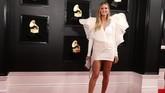 Apakah Heidi Klum salah kostum saat dia ingin di panggung Victoria's Secret? Atau mungkin dia ingin terbang ke sana dengan ruffles di busananya?. REUTERS/Lucy Nicholson